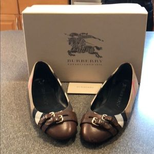 Used Women's Burberry ballet flats size 371/2(7.5)